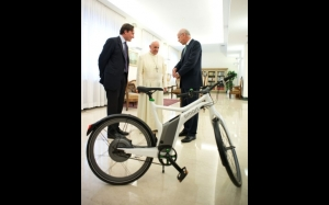 pope_and_bike